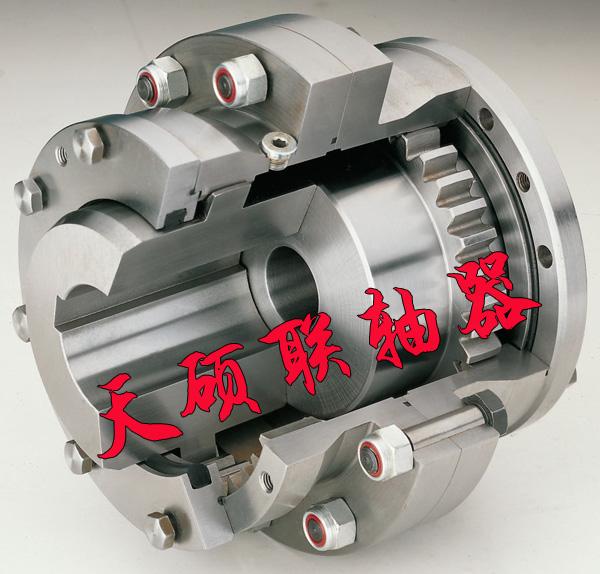 的研究。我公司加工生产的鼓形齿联轴器型号多达20于种,可以根据客户要求定制非标产品。  下面介绍的这种防止瞬间剪切力超载的轧机鼓形齿联轴器,包括联轴器本体,其特征在于:所述的联轴器本体一端的电动机动力输出轴与另一端的齿轮箱动力输入轴啮合处的靠近电动机动力输出轴的法兰外圈的垂直方向的端面上开有1~3组螺纹通孔;所述的螺纹通孔,在该通孔内设置有键槽,在该键槽内设置有连接组件。  这种防止瞬间剪切力超载的轧机鼓形齿联轴器的工作原理和产品优点